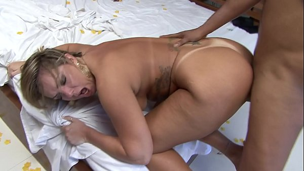Casada gostosa dando de quatro no filme pornô